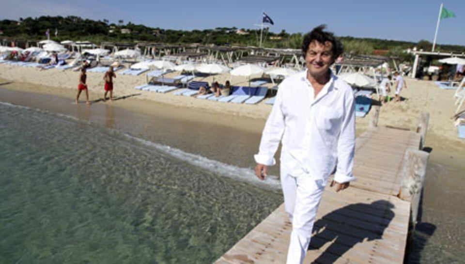 """Der """"Club 55"""", hier mit Patron Patrice de Colmont, besitzt einen eigenen Steg und ein Schlauchboot, um die Stars persönlich abzu"""