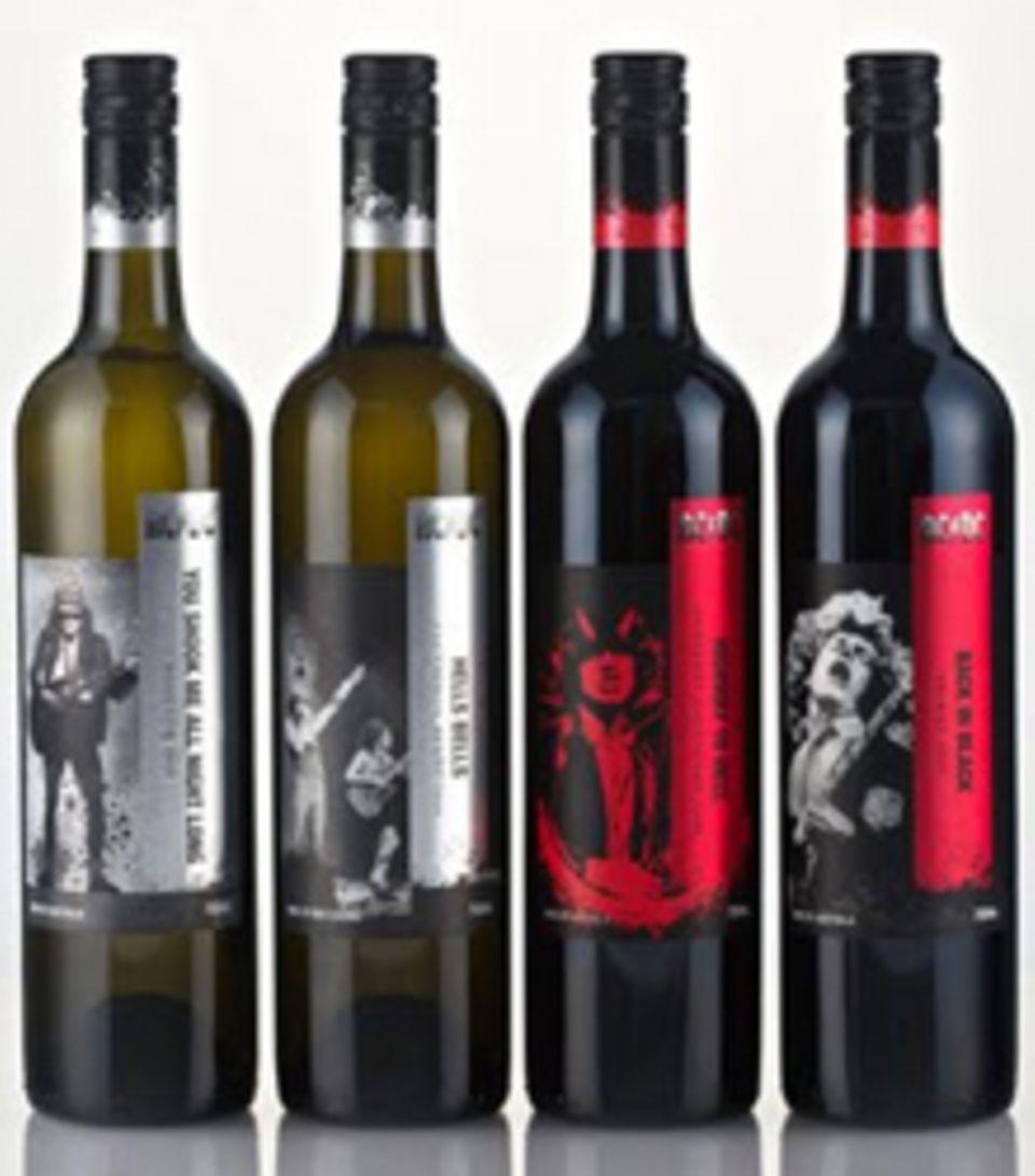 Die Rocker haben es sich nehmen lassen und haben sich selbst in Aktion auf die Etiketten drucken lassen. Ihre Weinkollektion umf