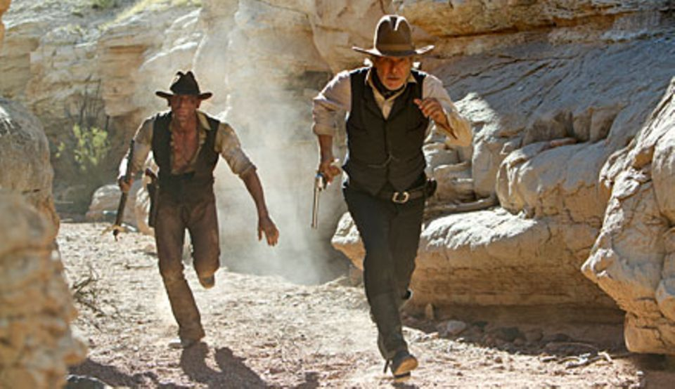 "Ab 25. August im Kino: Daniel Craig (l.) kämpft in der Comic-Verfilmung ""Cowboys & Aliens"" Seite an Seite mit Harrison Ford gege"