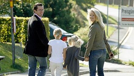 """""""Die Mädchen sind Veränderungen gewohnt"""", sagte Stephanie zu Guttenberg mal über Anna und Mathilda. So werden sie auch den Umzug"""