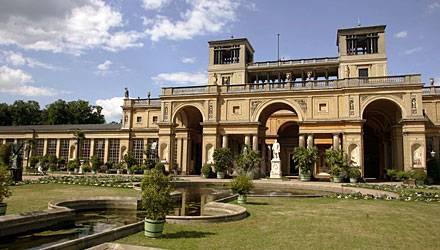 """In der Orangerie von Sanssouci klingt der Hochzeitstag mit einem """"Dîner Dansant"""" für die 350 Gäste aus."""