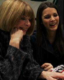 """Seltener Anblick: """"Vogue""""- Chefin Anna Wintour lacht herzhaft."""