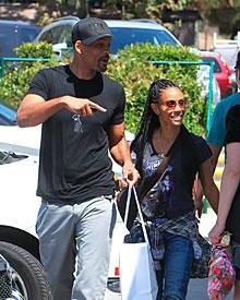 Glück zum Angucken: Einen Tag nach dem Trennungsgerücht zeigten sich Jada und Will Smith demonstrativ happy in Malibu. Normalerw
