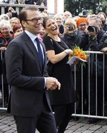 Prinzessin Victoria und Prinz Daniel freuen sich über den herzlichen Empfang in Finnland.