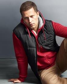 Til Schweiger möchte Mode machen, die unkompliziert, männlich, authentisch und gleichzeitig preiswert ist.