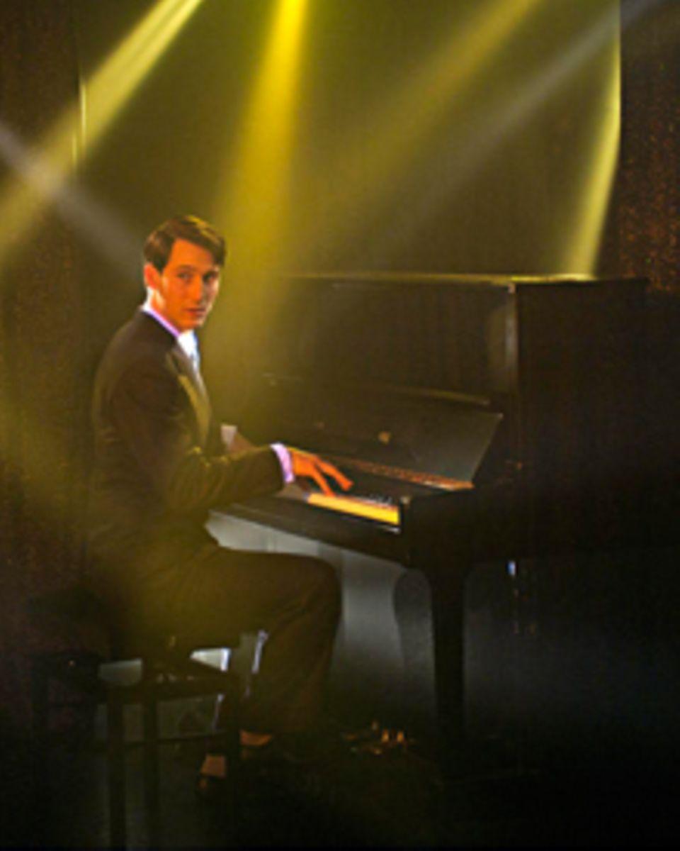 die legende Udo Jürgens (David Rott) und sein Klavier - dieser Kombi konnte kaum eine Frau widerstehen.