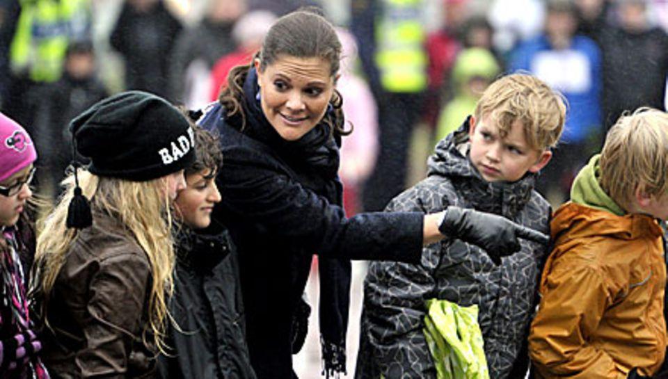 Mit Kindern kann Prinzessin Victoria generell gut umgehen. Was sie sich selbst wünscht, einen Jungen oder ein Mädchen? Sie freue