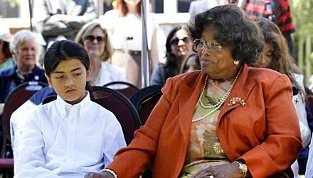 Katherine Jackson, hier mit Enkel Prince Michael II., genannt Blanket, gilt als die stärkste Kraft in der Familie.