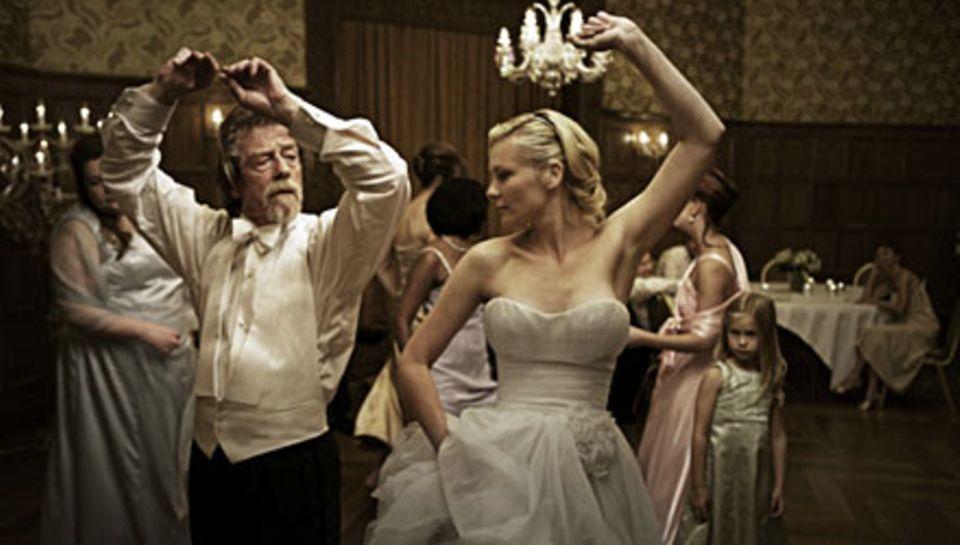 """Die Braut, die sich nichts traut: In """"Melancholia"""" (jetzt im Kino) zeigt Kirsten Dunst Schwermut in all ihren Facetten, hier mit"""