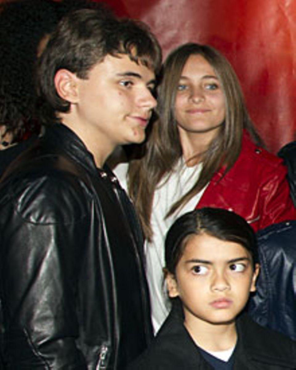 Prince, 14, (l.) und Paris, 13, mit ihrem Bruder Blanket, 9, Anfang Oktober in Montreal. Durch den Prozess werden sie erneut mit