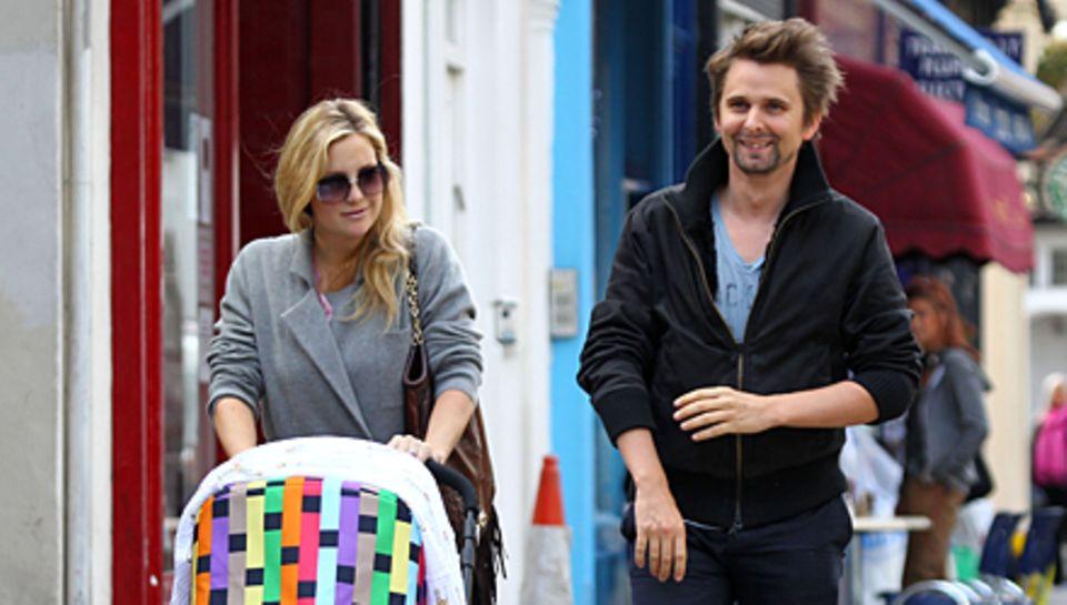 Mit Baby unterwegs: Kate Hudson und Matt Bellamy beim Bummel durch London.