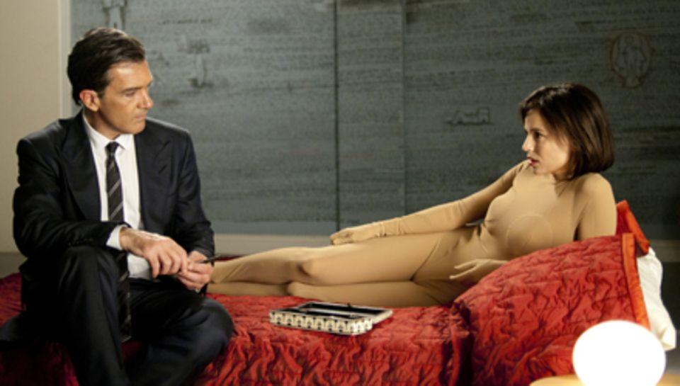 Bestechend intensiv: Der Arzt (Antonio Banderas) und die Patientin (Elena Anaya).