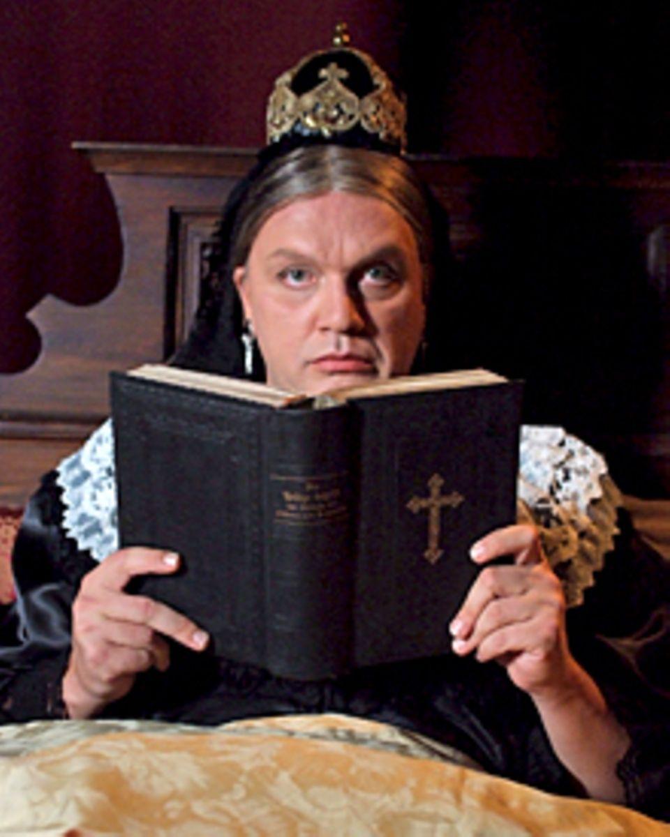 Ob Kanzler, Kaiser, König oder Königin: Hape Kerkeling kann alle spielen! Hier Königin Victoria von England.