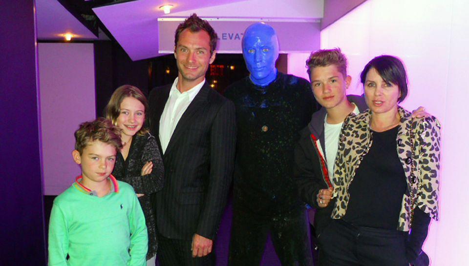 Erst Stein des Anstoßes, jetzt Grund für die Aussöhnung von Sienna und Sadie: Jude Law und Sadie Frost (r.) mit ihren Kindern Ru