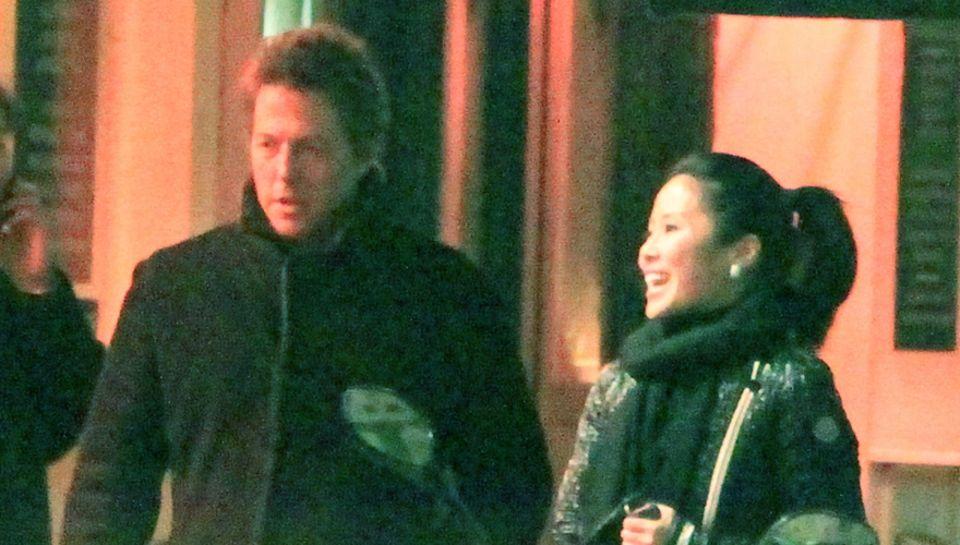 """Plötzlich Eltern! Mit der chinesischen Schauspielerin Tinglan Hong hatte Hugh Grant eine """"flüchtige Affäre"""". Die Folge: Töchterc"""