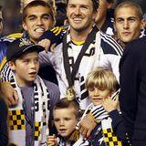 Glücksmoment: David Beckhams Söhne Brooklyn, Cruz und Romeo (v.l.) kuscheln sich bei der Siegerehrung der Major-League-Soccer-Me