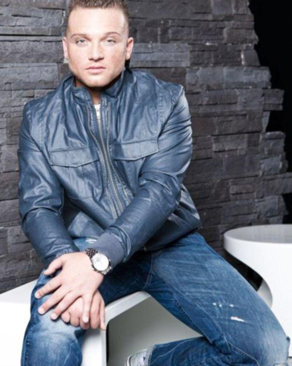 2012 will Menowin Fröhlich musikalisch voll durchstarten. Neben einem neuen Album ist auch eine Deutschland-Tournee geplant.