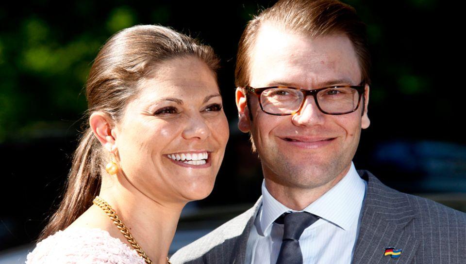Die Kronprinzessin strahlt: Beim Deutschland-Besuch im Mai wussten Victoria und Daniel schon, dass sie bald zu dritt sein werden