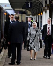Queen Elizabeth II. reist am 22. Dezember als Erste nach Sandringham, um sich persönlich um die letzten Vorbereitungen zu kümmer