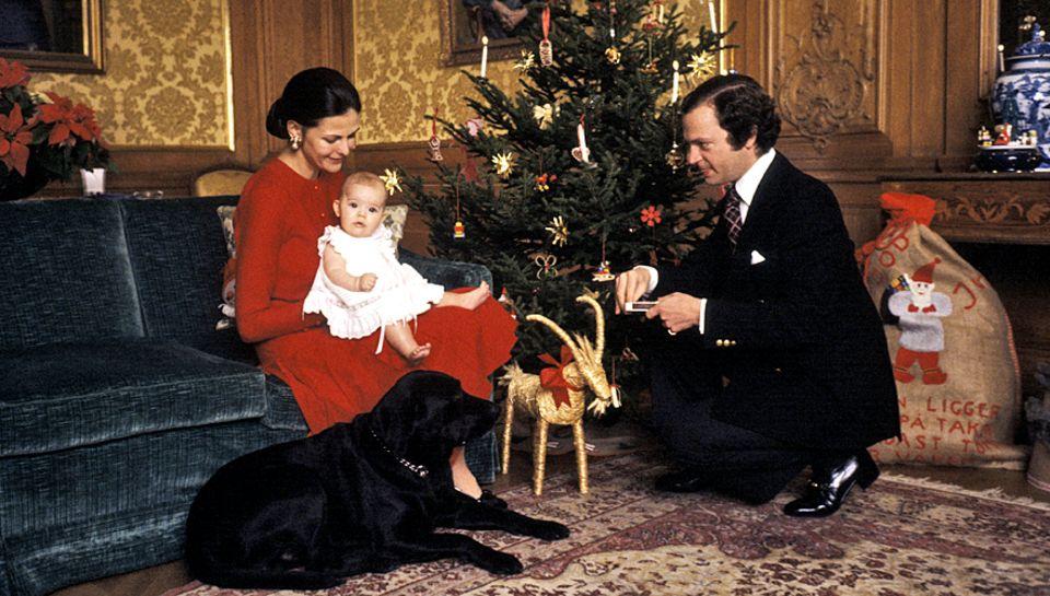 Weihnachten 1977 präsentierten Königin Silvia und König Carl Gustaf stolz ihre fünf Monate alte Victoria. Im nächsten Jahr feier