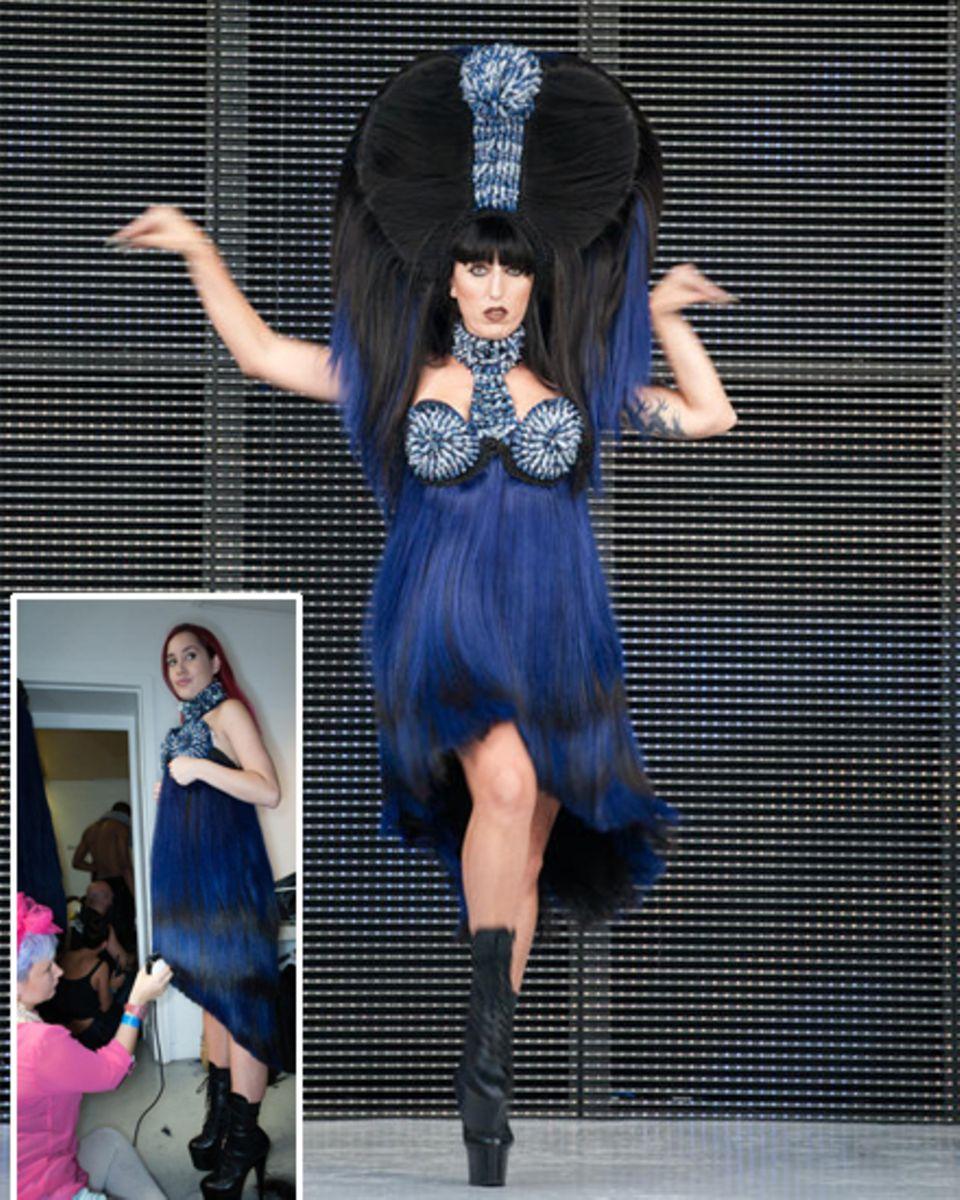 Bevor die spanische Schauspielerin Rossy de Palma den Dress auf dem Laufsteg  trägt, muss er noch getrimmt werden