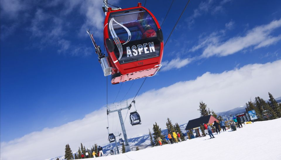 Das Wintersport-Eldorado in Colorado bietet einen riesigen Skizirkus, der die vier Gebiete Aspen Mountain, Aspen Highlands, Butt