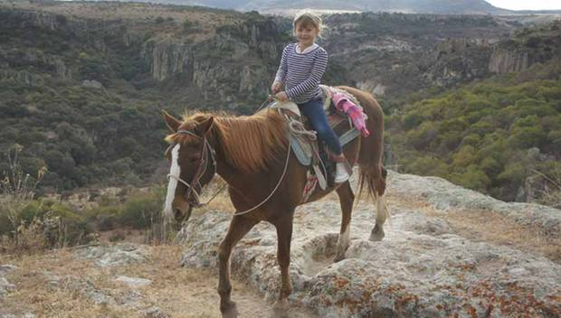 Auch Michelle Williams' Tochter Matilda wagte sich mit ihrem Pferd in die Schluchten von Mexiko.