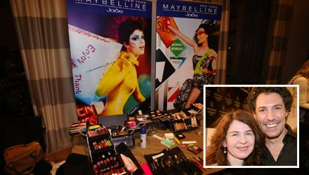 Backstage bei der Mercedes-Benz Fashion Week Berlin: Gala.de-Redakteurin Stefanie Behrens und Head of Make-up für Maybelline Jad