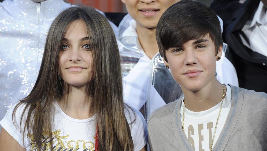 Sie blieb cool: Die 13-jährige Paris Jackson moderierte Teenieschwarm Justin Bieber souverän an.