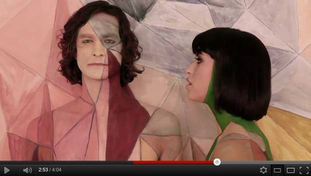 "Ein echter Hingucker: Gotyes Video zu ""Somebody That I Used To Know"" (featuring Kimbra)"