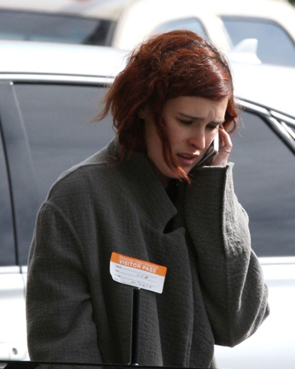 "Rumer Willis, hier vor dem ""Sherman Oaks Hospital"", informierte Ashton Kutcher über den Zustand ihrer Mutter Demi Moore."