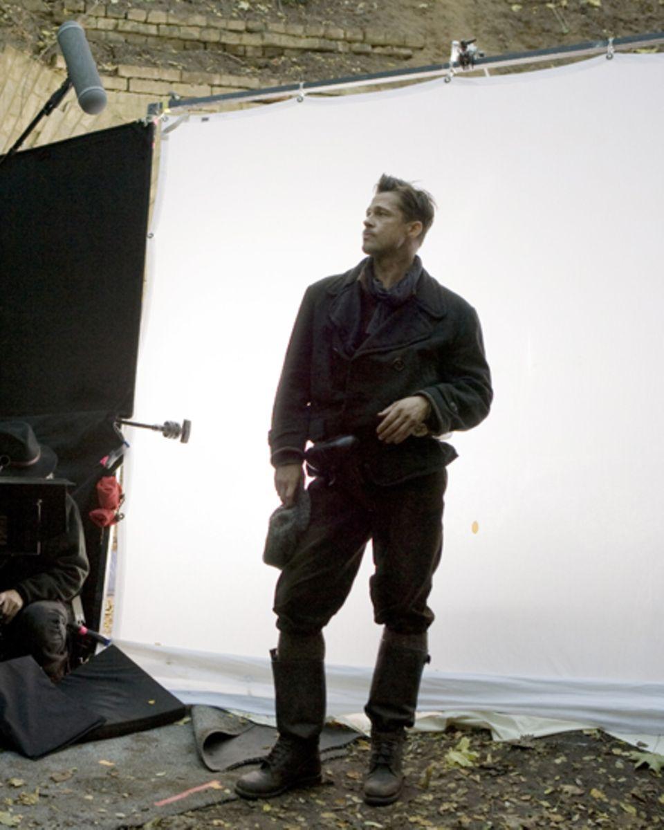 Inglourious Basterds (2009): An die Zusammenarbeit mit Brad Pitt (hier im Kostüm von Nazi-Jäger Aldo Raine) und Regisseur Quenti