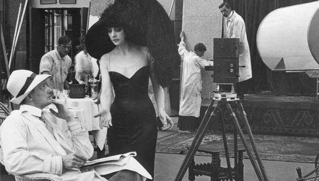 """Der Totentanz ( 1912) Regisseur Urban Gad und Asta Nielsen während der Dreharbeiten zu """"Der Totentanz""""."""