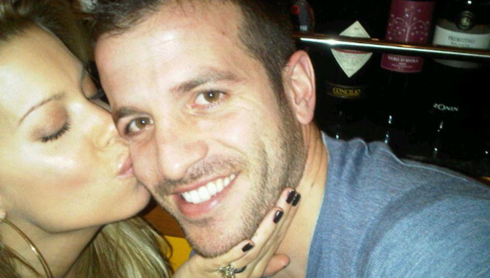 Auf Twitter zeigt sich Sylvie van der Vaart ganz verliebt mit ihrem Ehemann Rafael.
