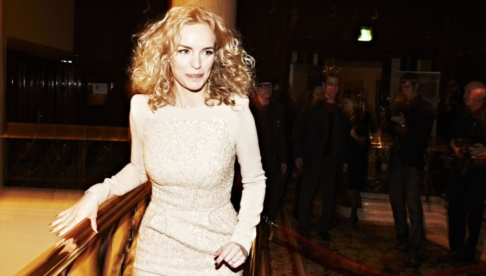 """Nina Hoss (in Elie Saab) stellte ihren Film """"Barbara"""" vor, einen von drei deutschen Beiträgen im Wettbewerb."""