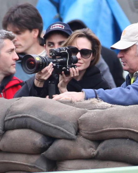 "Angelina Jolie in Budapest bei den Dreharbeiten am Set Ihres Films ""In The Land Of Blood And Honey""."