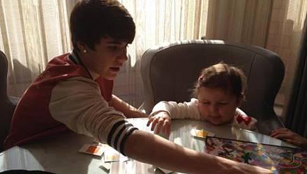 Justin Bieber und Avalanna Routh beim Spielen