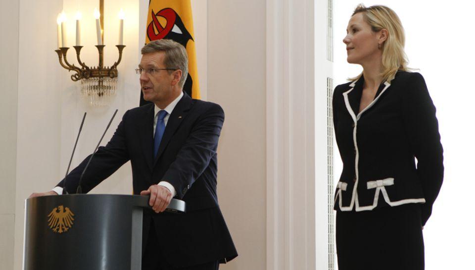 Christian und Bettina Wulff bei seiner Rücktrittserklärung