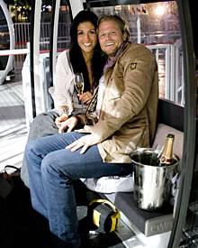 Die Welt ist noch in Ordnung: Paul Janke und Anja schwer verliebt in Afrika.