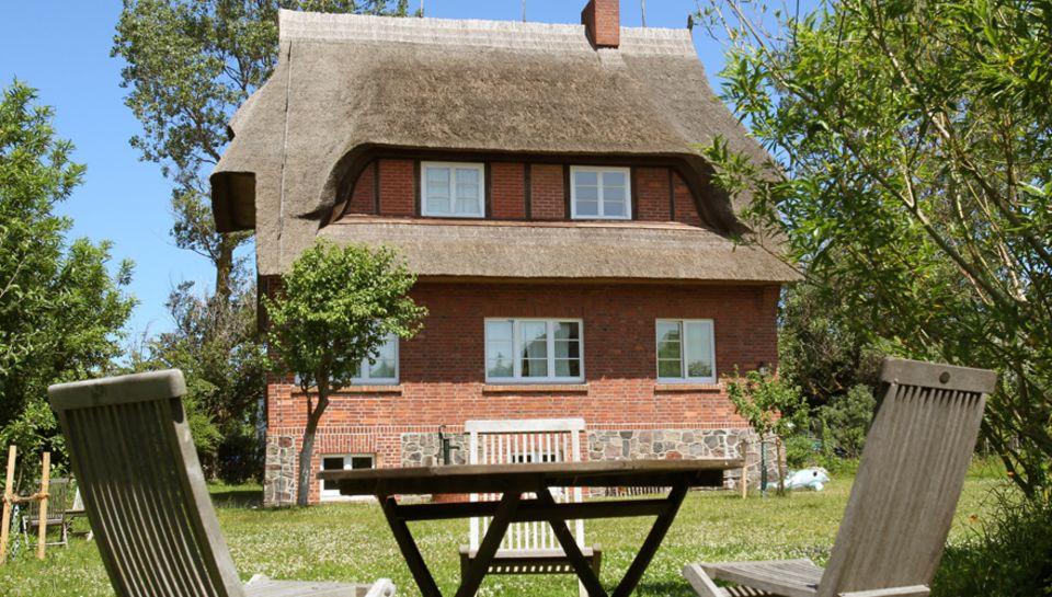"""Rückzug: Im """"Haus am Deich"""" verbrachte Joachim Gauck seine ersten Lebensjahre. Die drei Ferienwohnungen sind frei buchbar - wenn"""