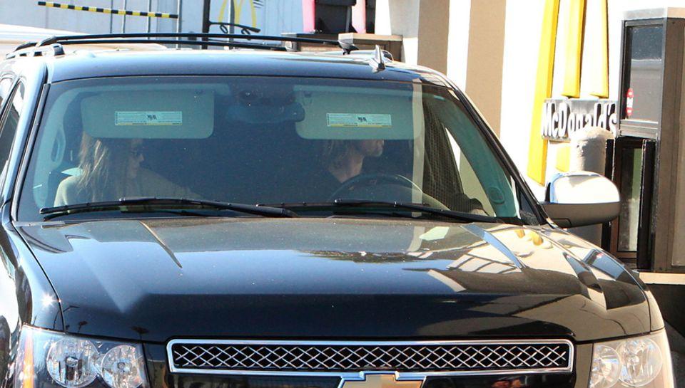 Angelina Jolie und Brad Pitt machen bei McDonald's Halt.