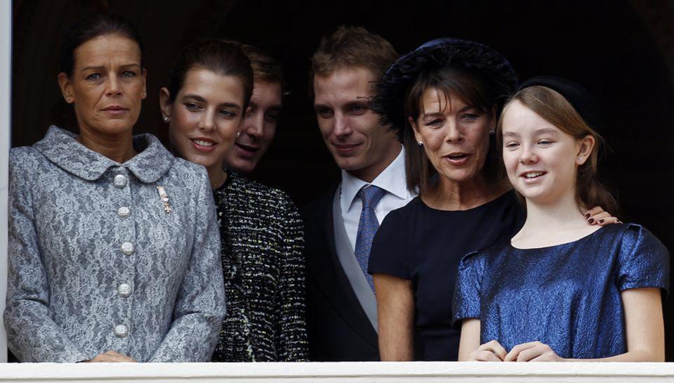 Pfllichttermin für die ganze Familie: Prinzessin Stephanie von Monaco, Charlotte mit ihren Brüdern Pierre und Andrea Casiraghi u