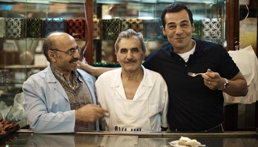 Einfach legendär: Für diese Profiteroles mit Schokoladensauce fahren die Istanbuler - und auch Erol Sander - gern einmal quer du