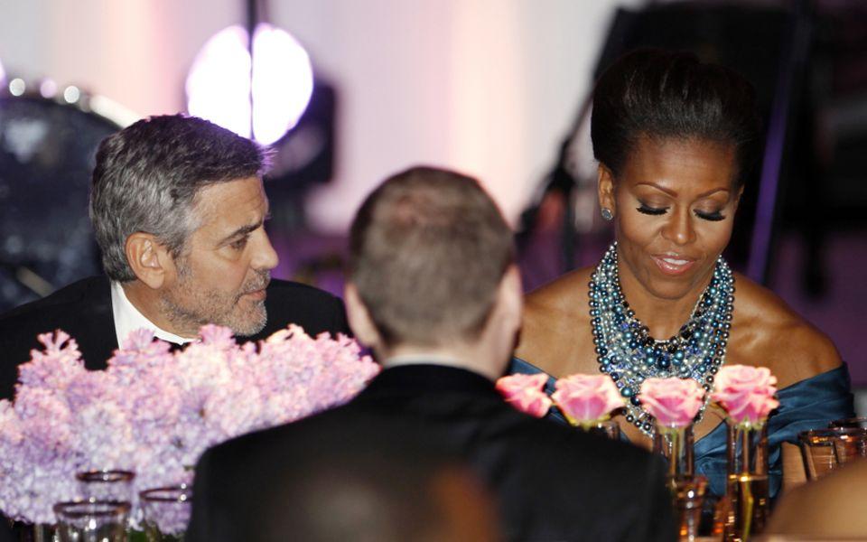 Im Zentrum der Macht: Beim Staatsbankett saß Hollywood-Star George Clooney neben First Lady Michelle Obama.