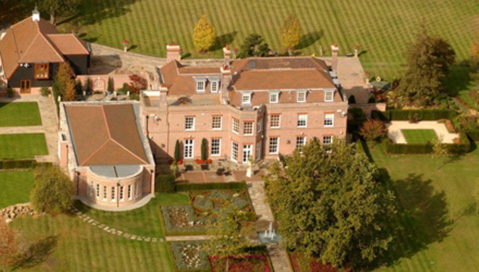 """Victoria und David Beckham wollen ihren """"Beckingham Palace"""" in Großbritannien für rund 22 Millionen Euro verkaufen."""