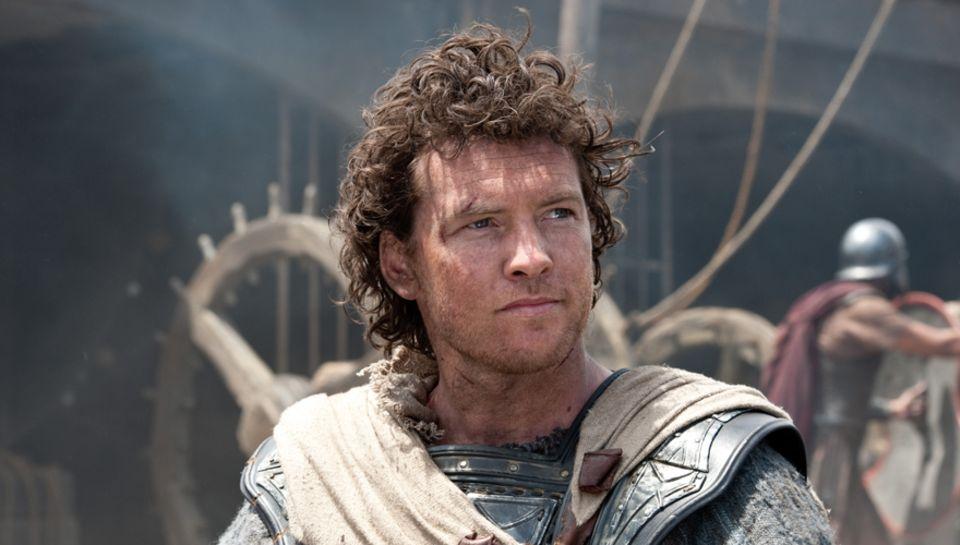 """Um seinen Vater zu retten nimmt es Halbgott Perseus  (Sam Worthington) im Fantasy-Sequel """"Zorn der Titanen"""" (jetzt im Kino) mit"""