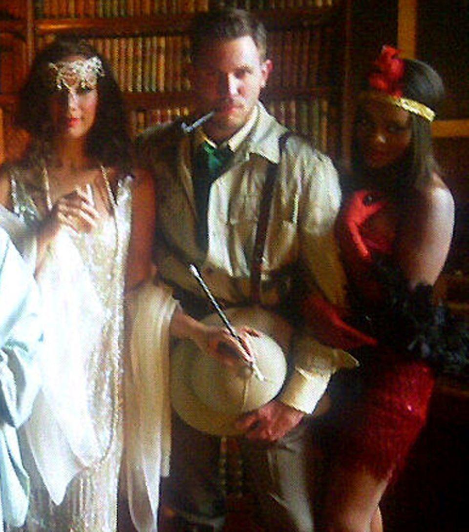 Leona Lewis, Dennis Jauch und Keisha Buchanan haben sich für das Krimi-Wochenende auf dem Land in Schale geworfen.