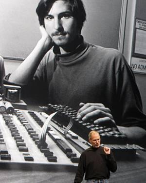 Attraktiver Computer-Freak: Bei der Präsentation des iPad im Jahr 2010 zeigte Steve Jobs ein riesiges Foto von sich aus jüngeren