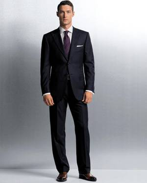 Ein Klassischer Anzug sollte in jedem Herren-Kleiderschrank seinen Platz haben, z. B aus dem Hause Zegna.