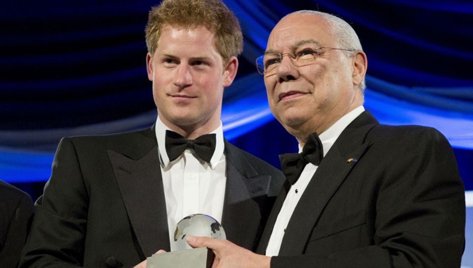 Prinz Harry wird, vom ehemaligen US-Aussenminister Colin Powell, für sich und stelllvertretend für seinen Bruder William ein Pre